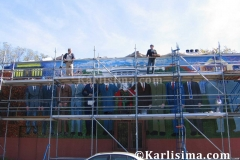 Karlisima_on_scaffold_at_Mama_Ayesha's_Restaurant_Presidential_Mural